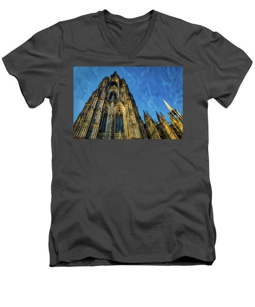 Cologne Cathedral Afternoon Men's V-Neck T-Shirt