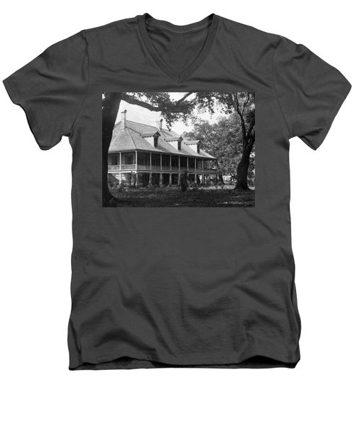 Colonial Home Men's V-Neck T-Shirt