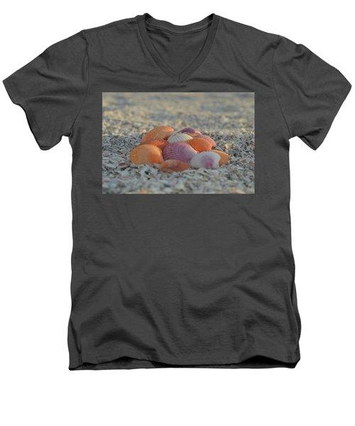 Colorful Scallop Shells Men's V-Neck T-Shirt