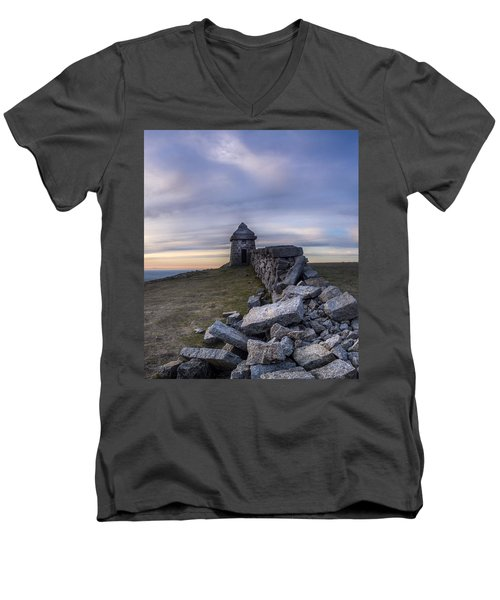 Commedagh Summit Shelter Men's V-Neck T-Shirt