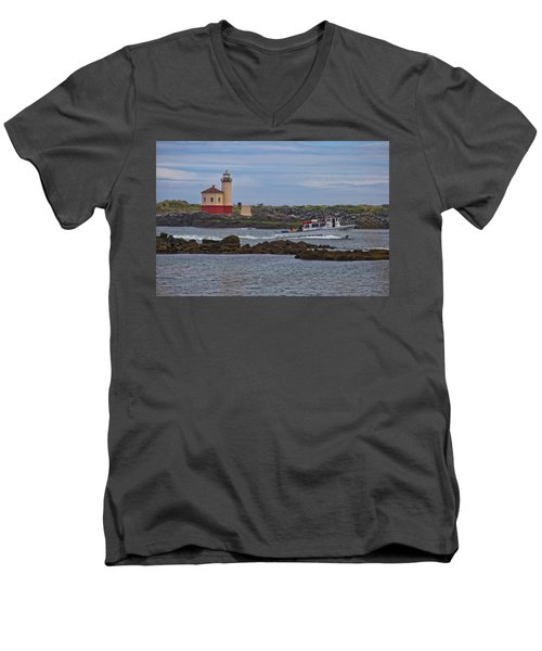 Coquille River Light Men's V-Neck T-Shirt