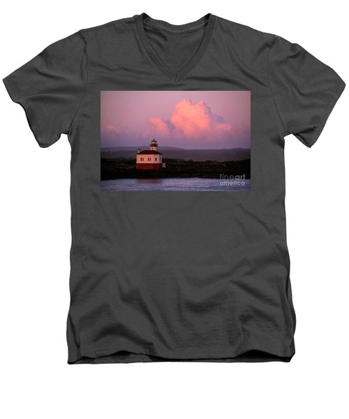 Coquille River Lighthouse Sunset Men's V-Neck T-Shirt