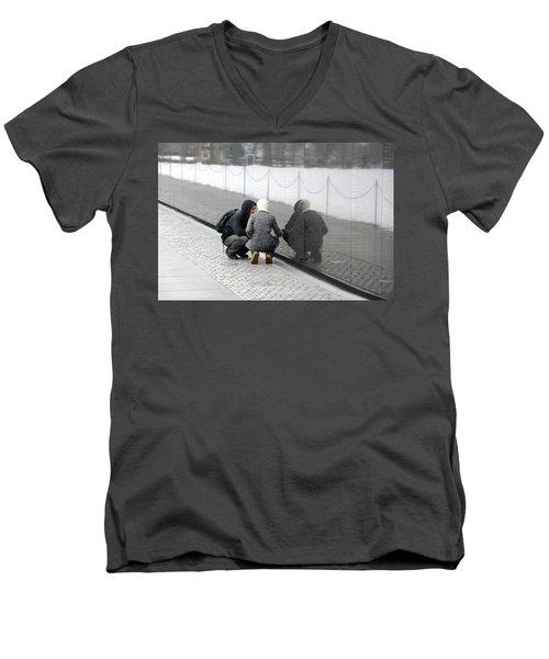 Couple At Vietnam Wall Men's V-Neck T-Shirt