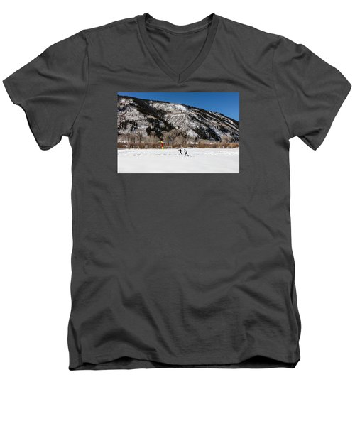 Cross-county Skiers Outside Aspen Men's V-Neck T-Shirt