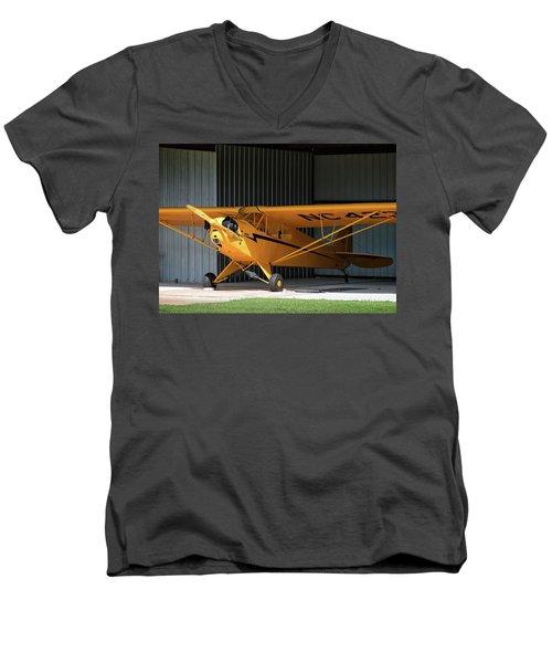 Cub Hangar 0 2017 Christopher Buff, Www.aviationbuff.com Men's V-Neck T-Shirt