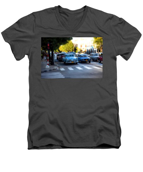 Cuba Street Scene Men's V-Neck T-Shirt