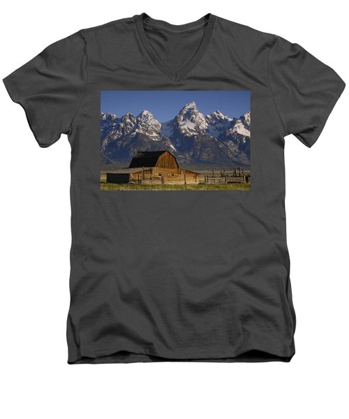 Cunningham Cabin In Front Of Grand Men's V-Neck T-Shirt