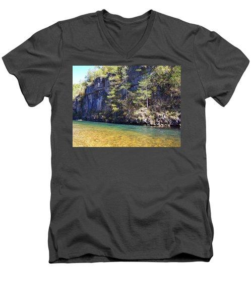 Current River 7 Men's V-Neck T-Shirt