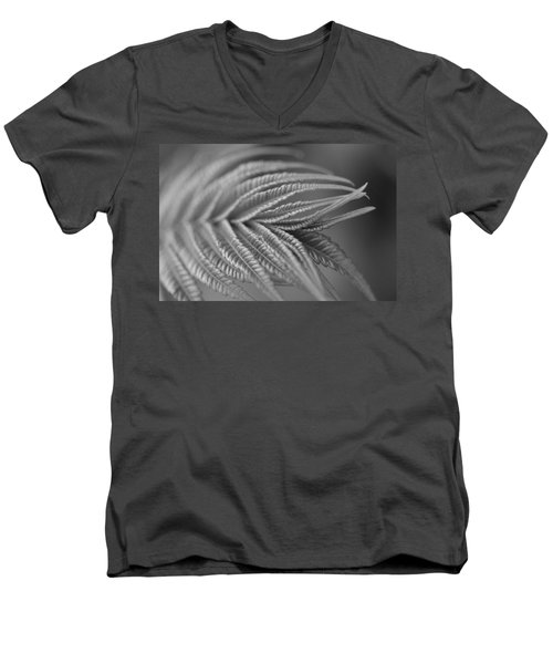 Curved Lines Men's V-Neck T-Shirt