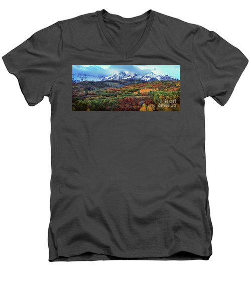 Dawn At The Dallas Divide Panoramic Men's V-Neck T-Shirt