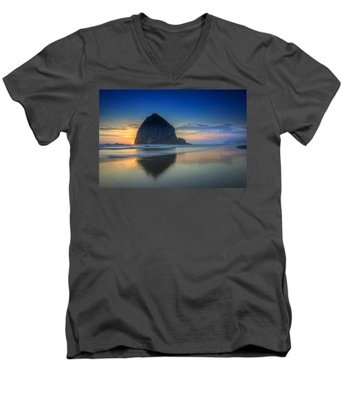 Day's End In Cannon Beach Men's V-Neck T-Shirt