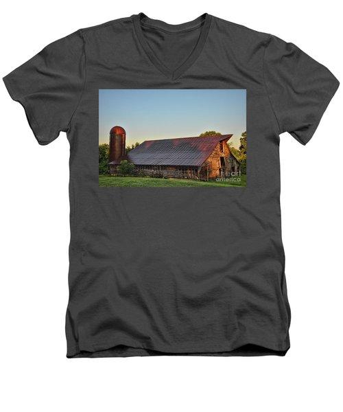 Days Of Thunder Barn Men's V-Neck T-Shirt
