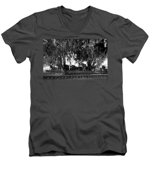 De La Ronde Plantation Home Ruins Men's V-Neck T-Shirt