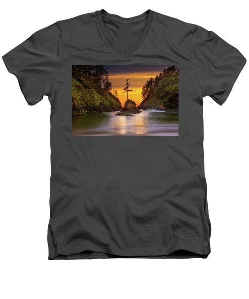 Deadman's Cove At Cape Disappointment State Park Men's V-Neck T-Shirt