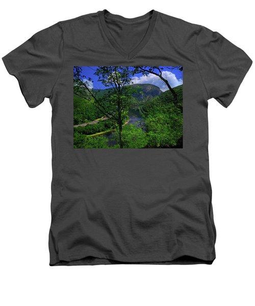 Delaware Water Gap Men's V-Neck T-Shirt