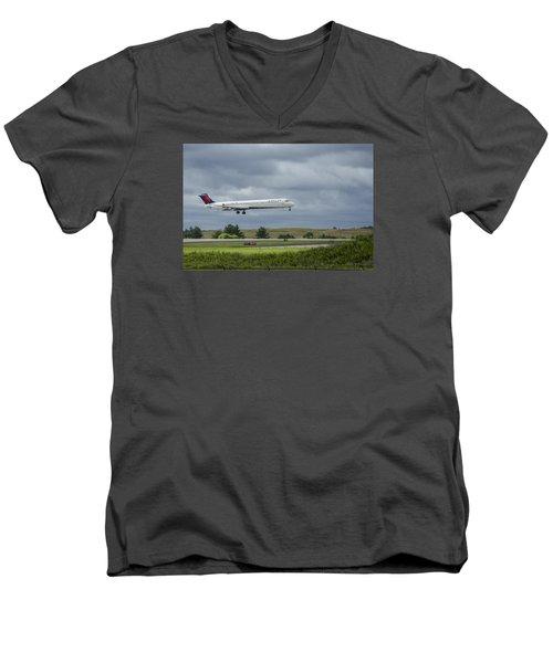 Delta Airlines Mcdonnell Douglas Aircraft N952dl Hartsfield-jackson Atlanta International Airport Men's V-Neck T-Shirt