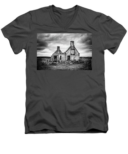 Derelict Croft Men's V-Neck T-Shirt
