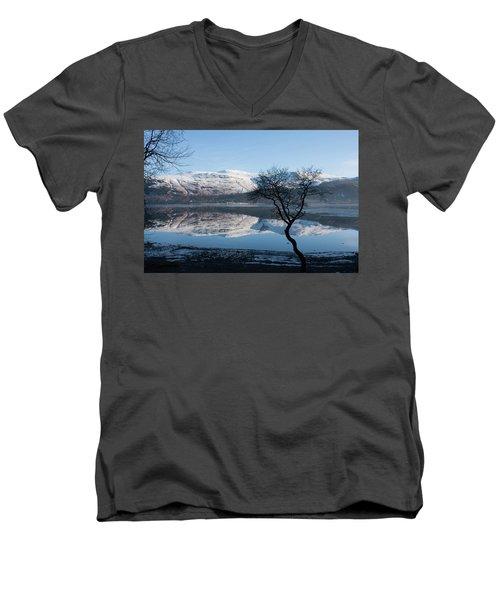 Derwentwater Tree View Men's V-Neck T-Shirt