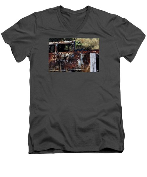 Desert Car Men's V-Neck T-Shirt