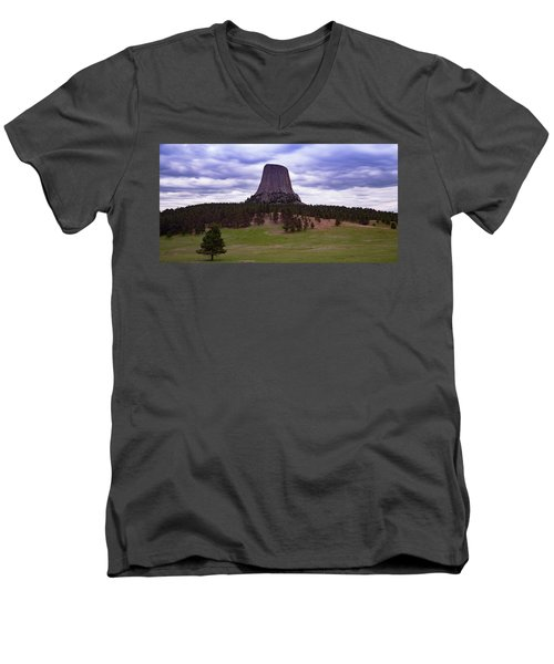 Men's V-Neck T-Shirt featuring the photograph Devil's Tower 2 by Gary Lengyel