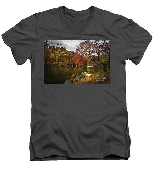 Dewey Lake In Autumn Men's V-Neck T-Shirt