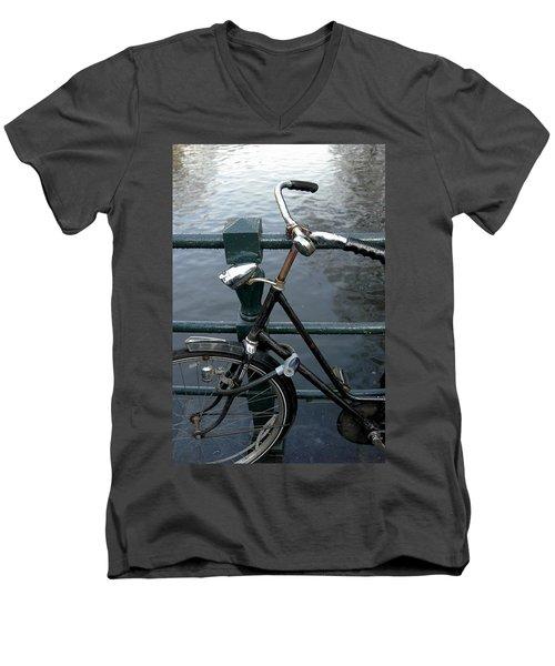 Dnrh1104 Men's V-Neck T-Shirt