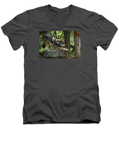 Downward Facing Wolf Men's V-Neck T-Shirt