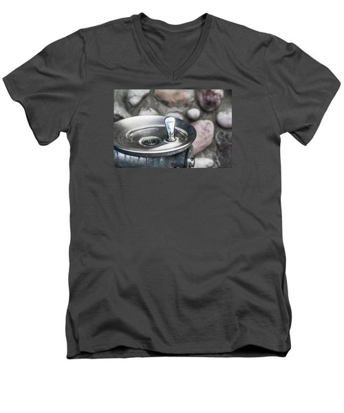 Drinking Fountain Men's V-Neck T-Shirt