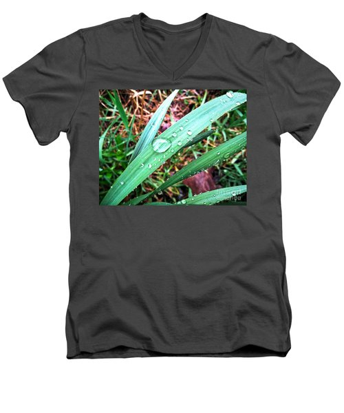 Men's V-Neck T-Shirt featuring the photograph Droplets by Robert Knight