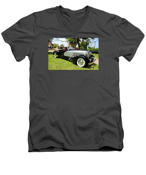 Men's V-Neck T-Shirt featuring the photograph Duesenberg Vii by Michiale Schneider