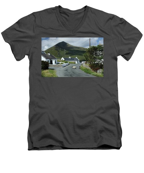 Durgort Achill Men's V-Neck T-Shirt