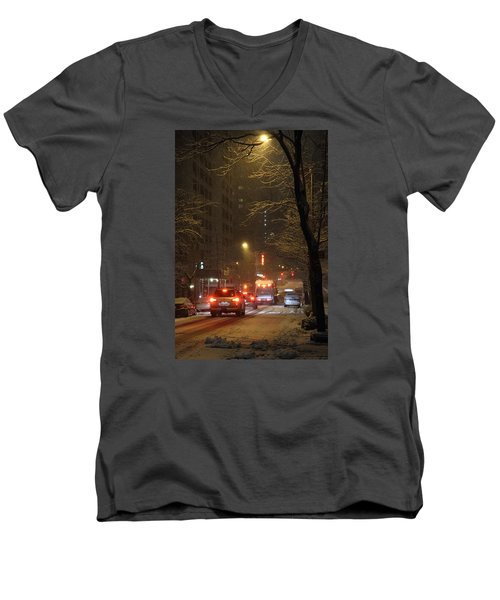 E 38th Street Between Lexington And 3rd Avenue Manhattan New York Men's V-Neck T-Shirt