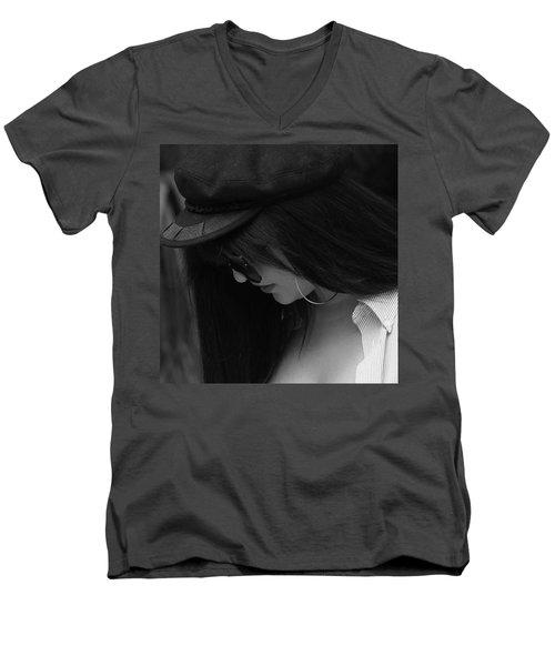 Ear Ring Men's V-Neck T-Shirt