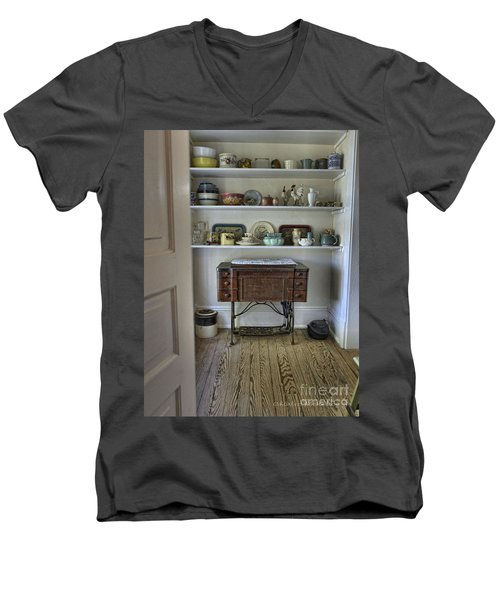Early American Style Men's V-Neck T-Shirt