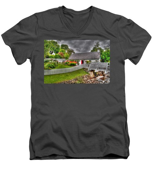 Edradour Distillery Shop Men's V-Neck T-Shirt
