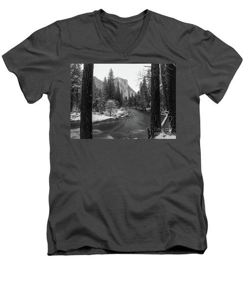 El Cap  Men's V-Neck T-Shirt