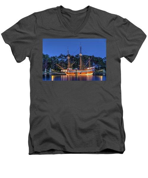 Elizabeth II At Dock Men's V-Neck T-Shirt