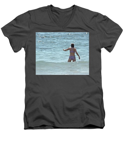 Men's V-Neck T-Shirt featuring the photograph Entering Waves Of Pacific Ocean by Yurix Sardinelly
