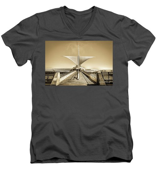 Explore Milwaukee's Art Men's V-Neck T-Shirt