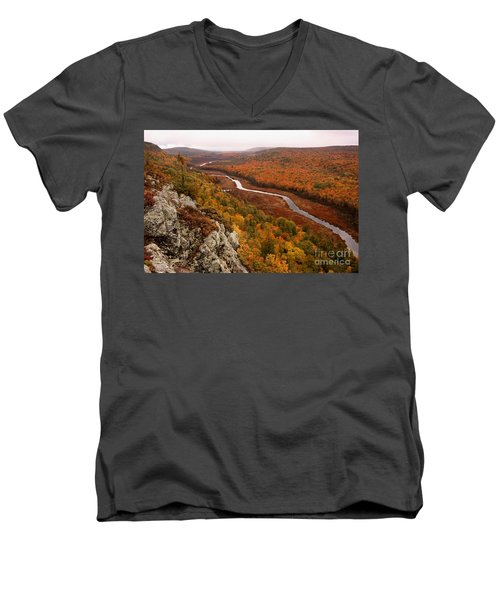 Fall Colors - Lake Of The Clouds Men's V-Neck T-Shirt