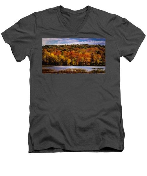 Fall On Springfield Lake Men's V-Neck T-Shirt