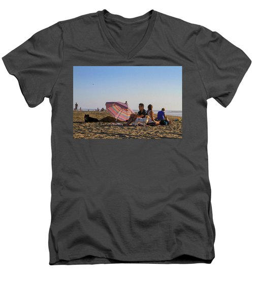 Family At Ocean Beach With Dogs Men's V-Neck T-Shirt