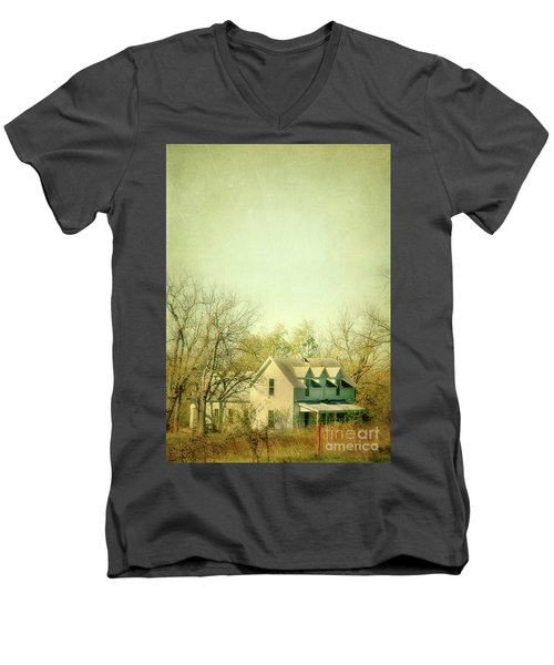 Men's V-Neck T-Shirt featuring the photograph Farmhouse In Arkansas by Jill Battaglia