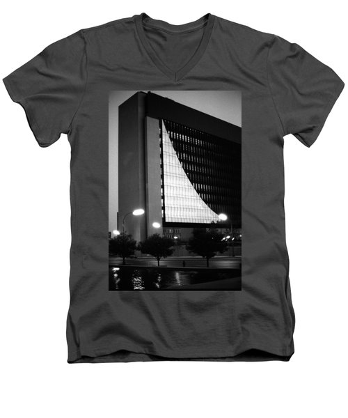 Federal Reserve Building At Twilight Men's V-Neck T-Shirt