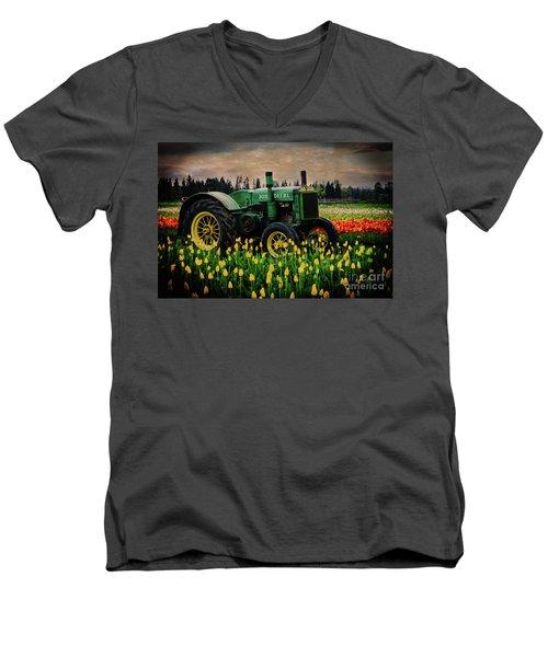Field Master Men's V-Neck T-Shirt
