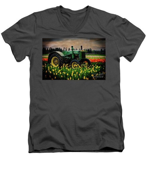 Field Master Men's V-Neck T-Shirt