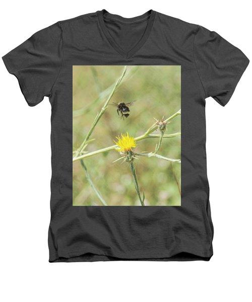Finnon Bumble Bee Men's V-Neck T-Shirt