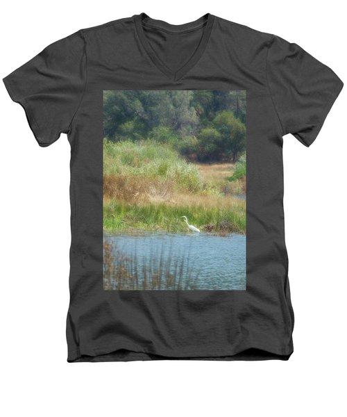 Finnon Lake Egret Men's V-Neck T-Shirt