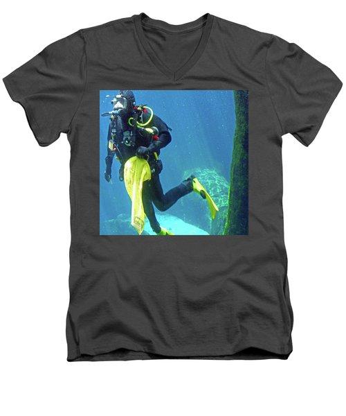 Fish Tank 16 Men's V-Neck T-Shirt