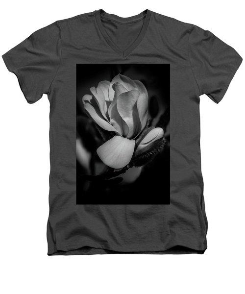 Flower Noir Men's V-Neck T-Shirt